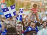 Spectacle de la fête nationale du Québec à Montréal, à la place des festivals, à Montréal, Québec, Canada, le jeudi 23 juin 2016. Sur cette photo: Une petite fille avec son drapeau au-dessus de la foule SÉBASTIEN ST-JEAN/AGENCE QMI