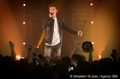 """Lenni-Kim en prestation lors du lancement de son album """"Les Autres"""", au Club Soda, à Montréal, Québec, Canada, le mercredi 7 juin 2017. SÉBASTIEN ST-JEAN/AGENCE QMI"""