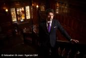 Portrait de l'humoriste Philippe-Audrey Larrue-St-Jacques, au bar Georges du Mount Stephen, à Montréal, Québec, Canada. Le lundi 10 décembre 2018. SEBASTIEN ST-JEAN/AGENCE QMI