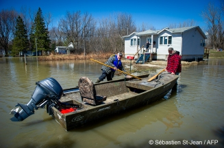 Floods in progress at Rigaud in the suburbs of Montreal, Quebec, Canada on Monday, April 22, 2019. Rigaud citizens with a rowboat in the middle of the road PHOTO: SEBASTIEN ST-JEAN